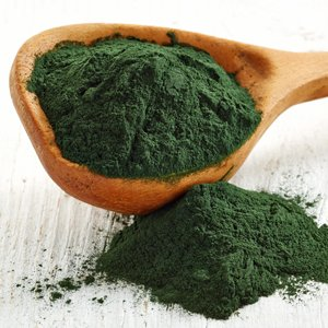 Algae extract contains minerals, antioxidants and vitamins that bring vibrancy to lifeless hair.