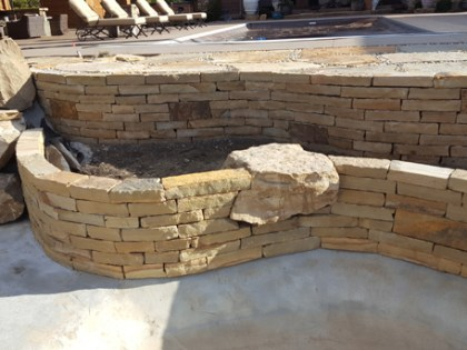 tennessee-quarry-brown-sandstone-tan-drystack-wall-rock-8-inch-wall-2