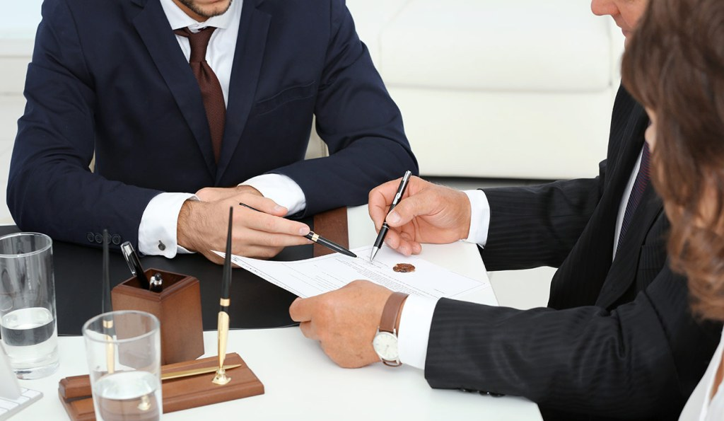 How To Find A Good Business Litigation Attorney Fire 2020