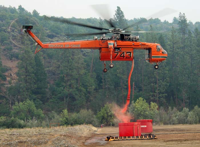 Helitanker 743 reloads with retardant