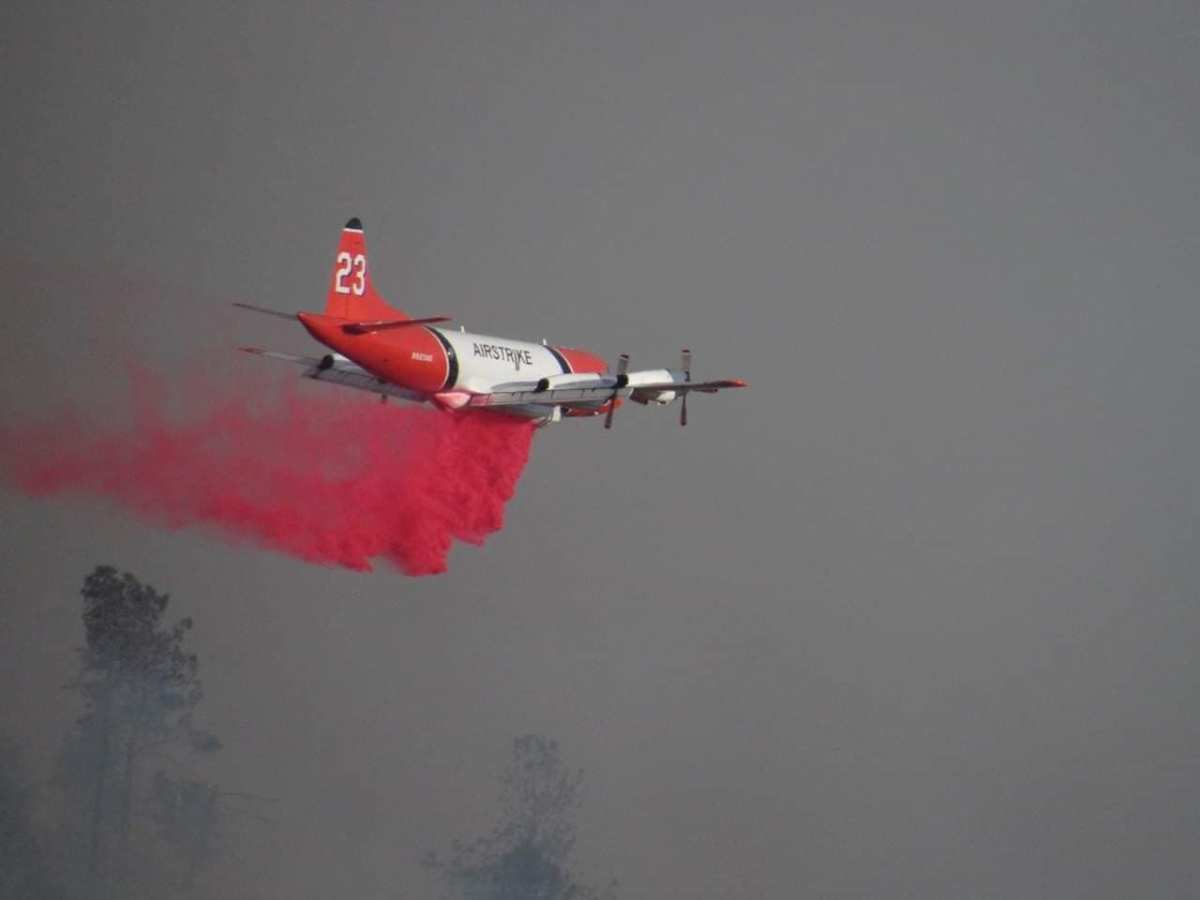 P-3 drops retardant on the Swedes Fire