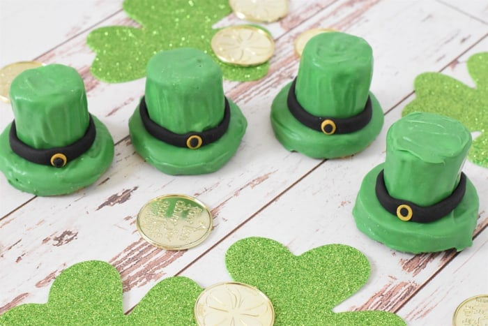 St-Patricks-Day-Treats-Leprechaun-Hat-Cookies-5