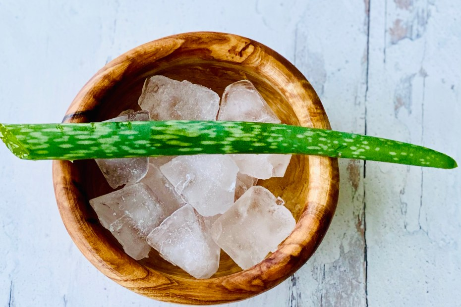 how to make soothing aloe vera ice cubes