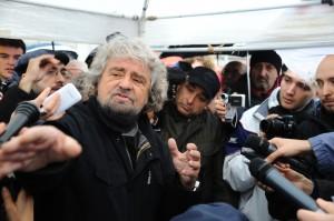 """Grillo a Firenze per il """"Firma day"""" """"Siamo necessari alla democrazia"""""""