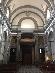 教会内からヴァザーリの回廊方向を見上げる