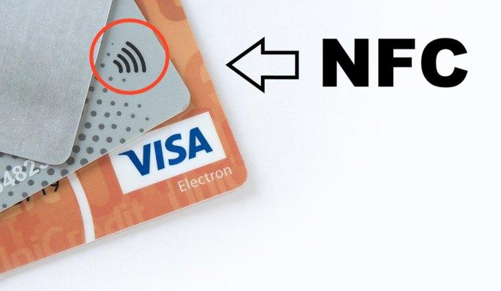 An diesem Symbol erkennt man Karten die über einen NFC/RFID-Chip verfügen