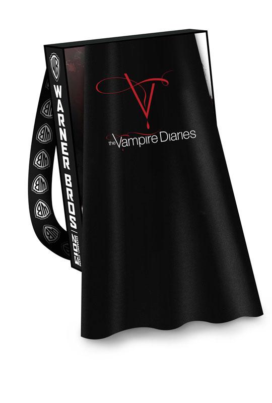 VAMPIRE-DIARIES-THE-Comic-Con-2013-Cape