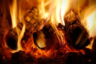 Kiln-Dried-Logs-burning