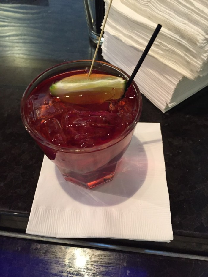 Cocktail in DFW Lounge