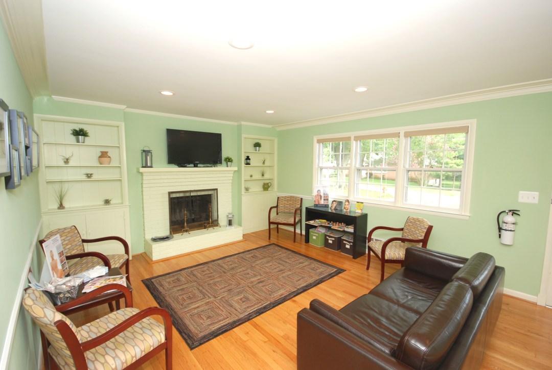 lounge area room