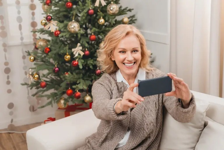 Single at Christmas? How to Survive the Holidays When Spending Them Alone