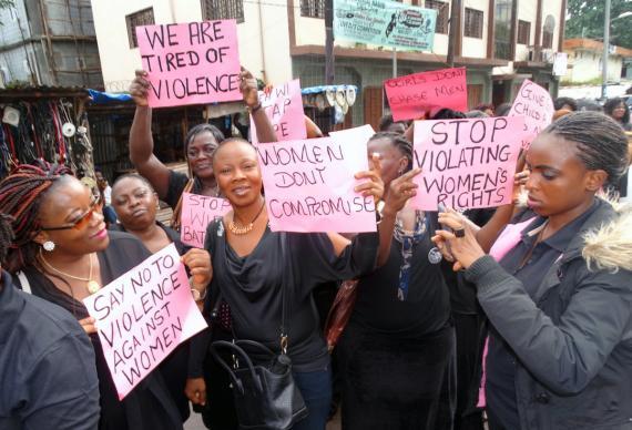 sierra-leone-protest-violence-women-01-2017-570×388