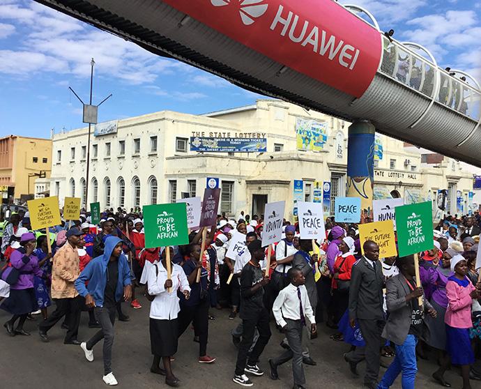 690px-zimbabwe-peace-march-crowd