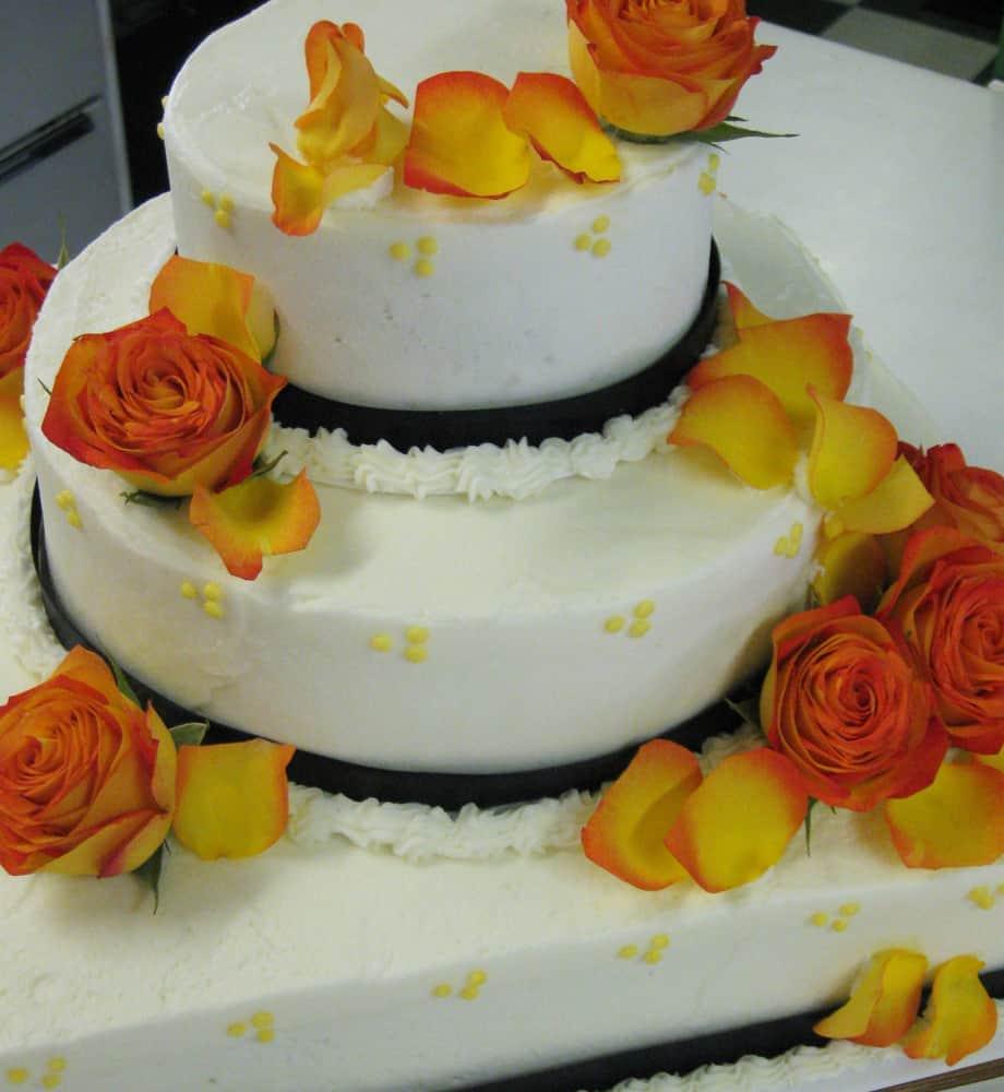 Black Ribbon Autumn Knoxville, TN Wedding Cake