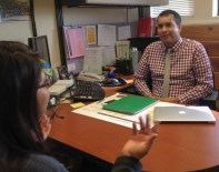 Jon Diaz, EOP Academic Advisor for Orfalea of College of Business, getting to know second-year student Adriana Jimenez. Photo by Melissa Nunez.