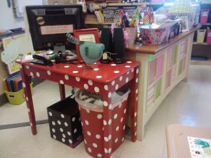 Table Makeover and a Freebie