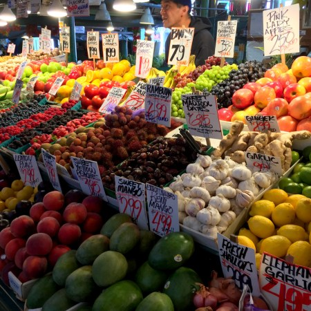 Seattle pike place mkt produce aug 2016