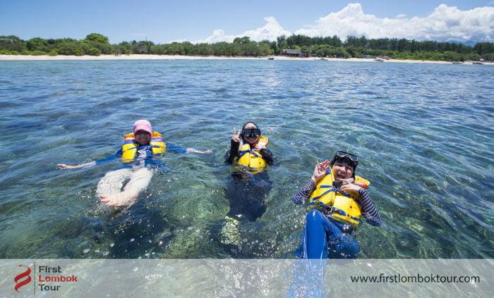 Paket wisata lombok tamu malaysia - snorkeling di Gili Trawangan