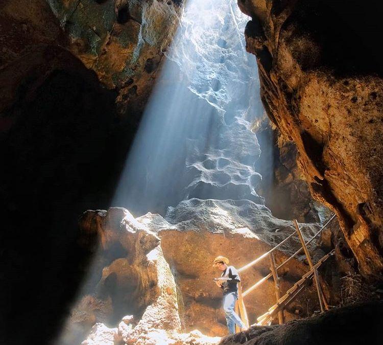 "Pesona Spot ""Cahaya Tuhan"" di Goa Bangkang Lombok"