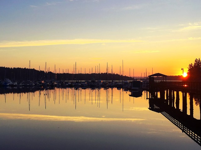 A marina near Seattle with several liveaboards who call it home. #sailing #boats #lieveaboard #sunrise