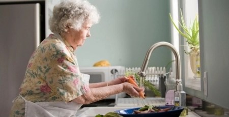 woman-at-sink-cleaning-vegetables