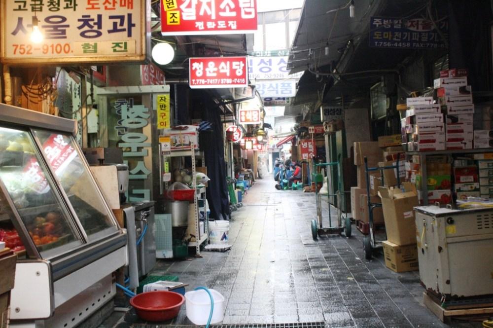 Various items are sold at Namdaemun Market.
