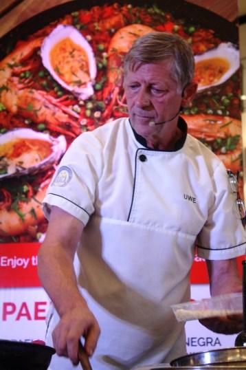 Chef Uwe at the Paella Valenciana corner.