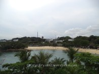 Pantai palawan. Juga biasa. Tapi nyaman buat liburan keluarga. areal berpasirnya luas dan air lautnya tenang.