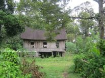Rumah gadang rubuh