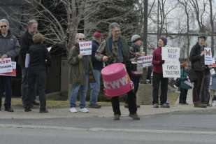 Immigration activists rallied outside the federal Immigration and Customs Enforcement building Monday morning to support a Herkimer County man facing deportation.