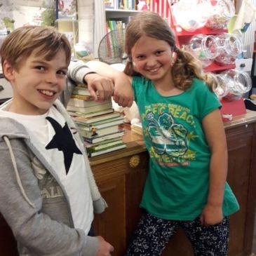 Lina und Leonard im Kaufrausch
