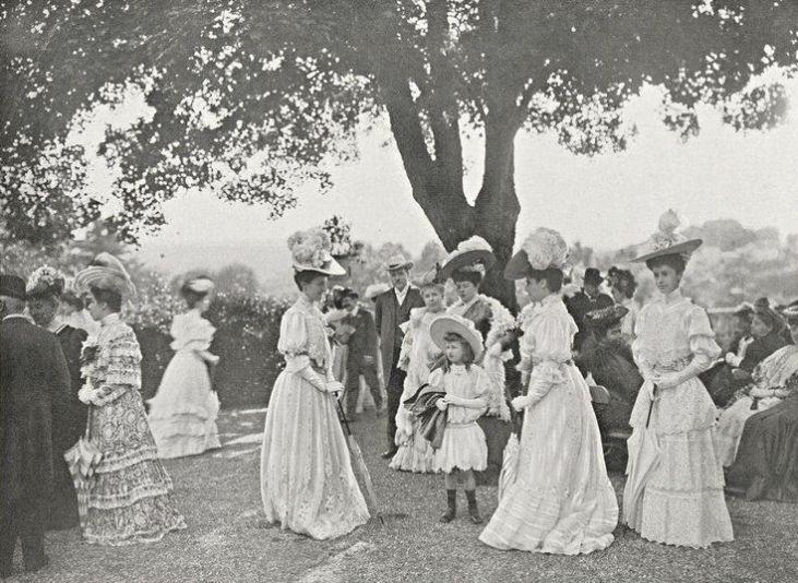 przyjęcie-w-ogrodzie-sezon-towarzyski-Londyn-1905