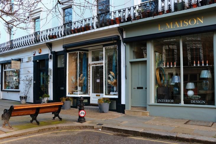 Wiktoriańskie kamienice-sklepy-pastelowe fasady-Portland Road-Londyn