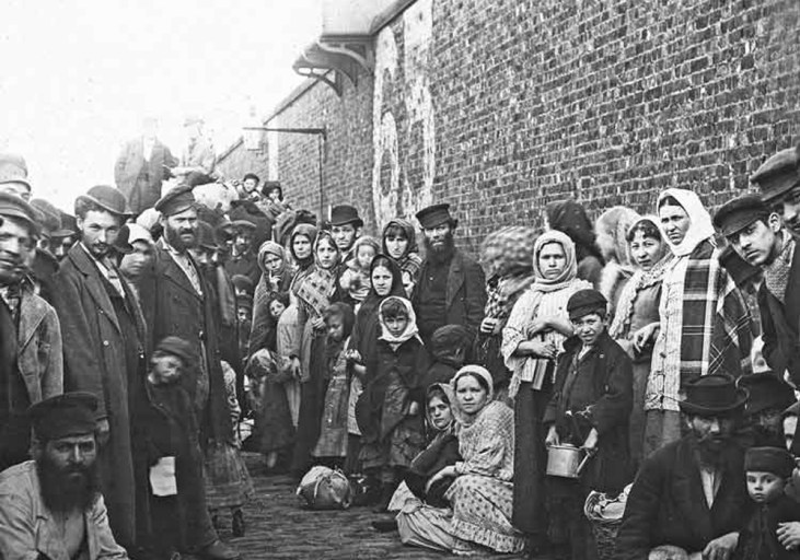 Jewish-immigrants-from-Russia-London-Whitechapel-1882