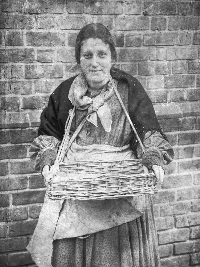 Uliczna-sprzedawczyni-wiktoriański-Londyn-19-wiek