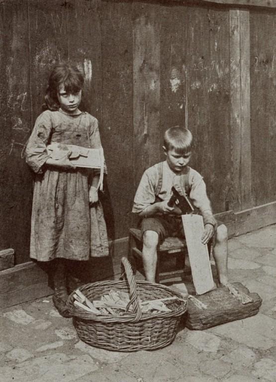 Dzieci-sprzedające-drewno-na-opał-Londyn-19-wiek