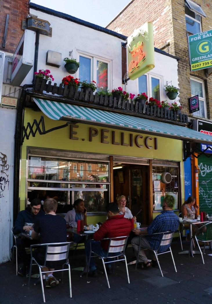 Tradycyjna-kawiarnia-E. Pellicci-Bethnal-Green-Road-Londyn