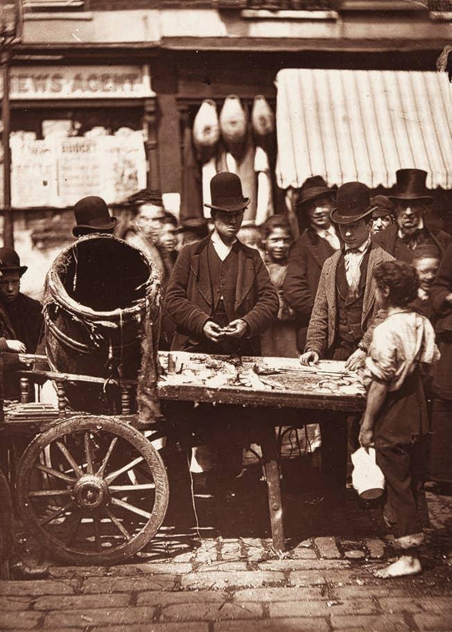 Sprzedawca-śledzi-East-End-Londyn-1877-dieta-biedoty-miejskiej