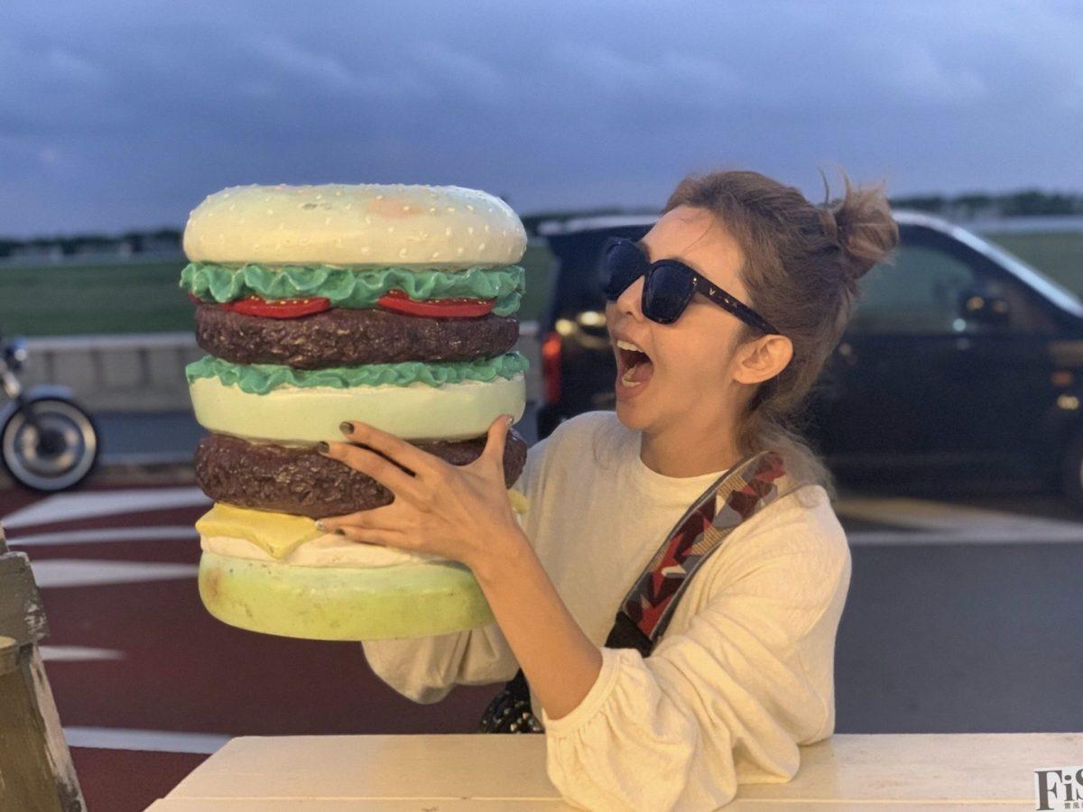 芳瑜吃氾濫漢堡