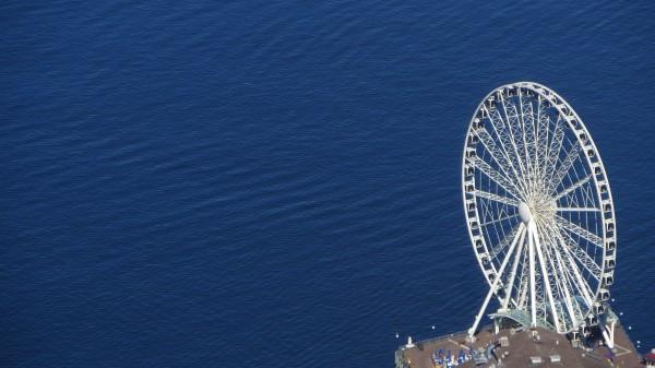 grande roue de Seattle depuis le Columbia Center