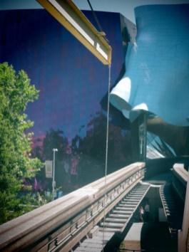 Le monorail traversant tout simplement l'EMP - Seattle Center