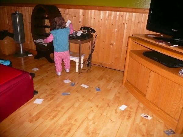 enfant mettant la pagaille