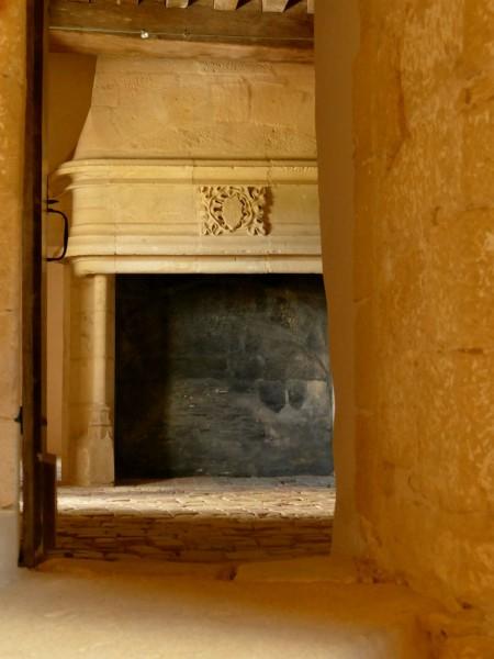 cheminée - château de Biron en Dordogne