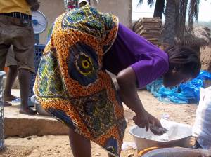 Preparing and selling harvested fish produced in a small-scale farm in Ghana (02)