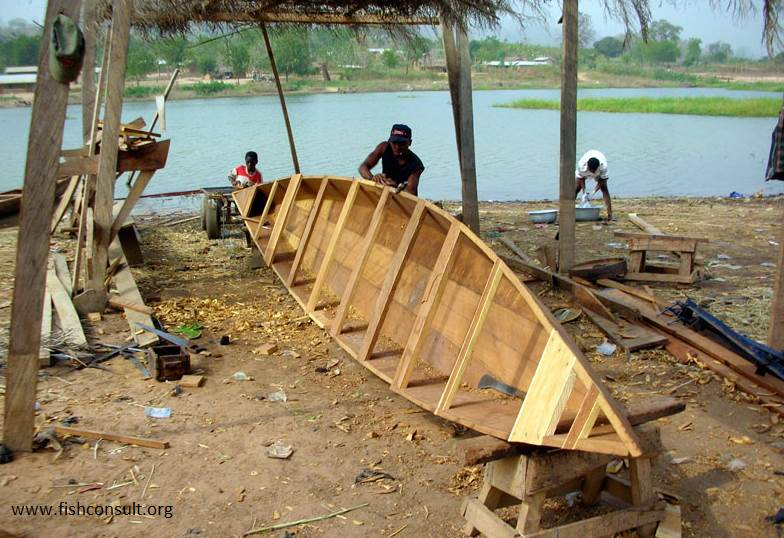 Boat building along the coast of Volta Lake (Ghana) – Fish