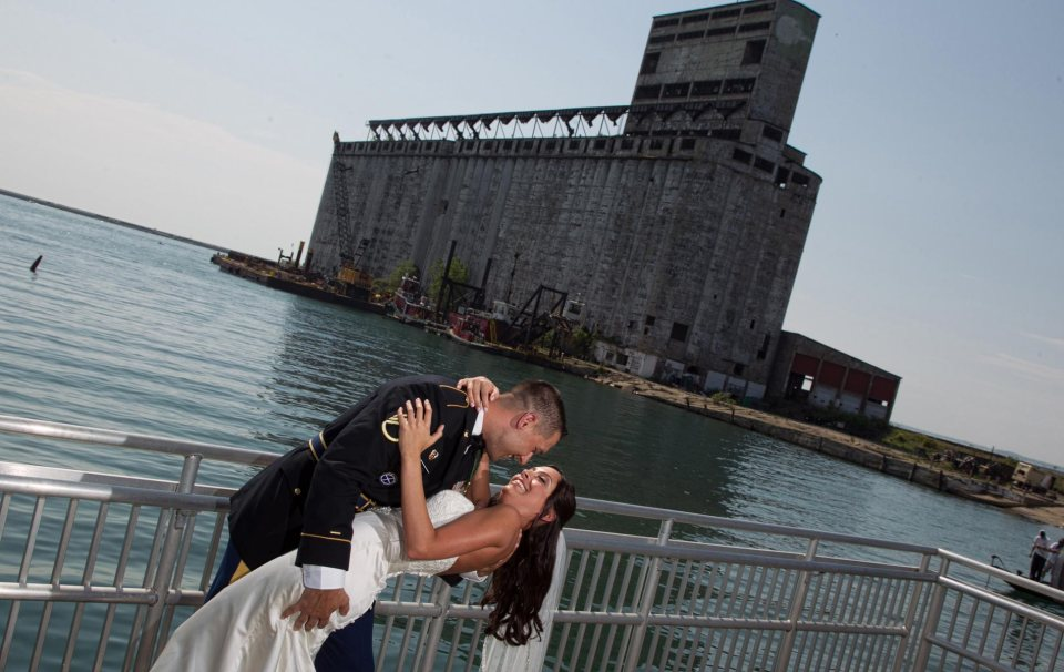 Buffalo-wedding-photography-Bride-and-groom-outer-harbor