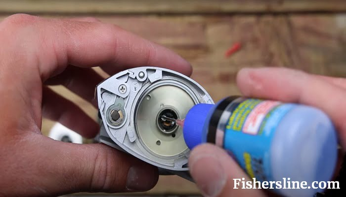 how to oil a baitcasting reel