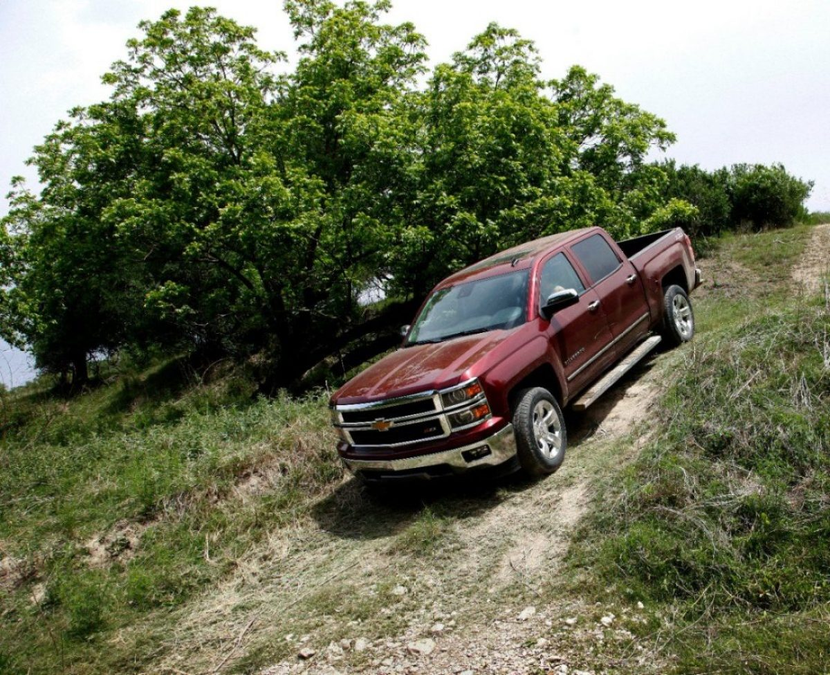 2014 Chevrolet Silverado with 12,000 lbs. tow capacity (SAE J2807)