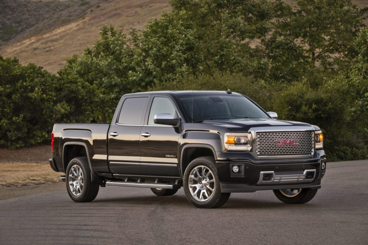 2015 GMC Sierra Denali Crew Cab Front Three Quarter in Onyx Blac