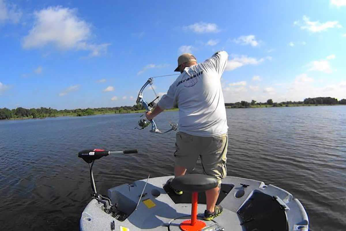 Fishing and bowfishing from a one man round boat for 1 man fishing boat